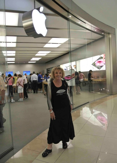 Sheila Elias Apple Store Aventura FL