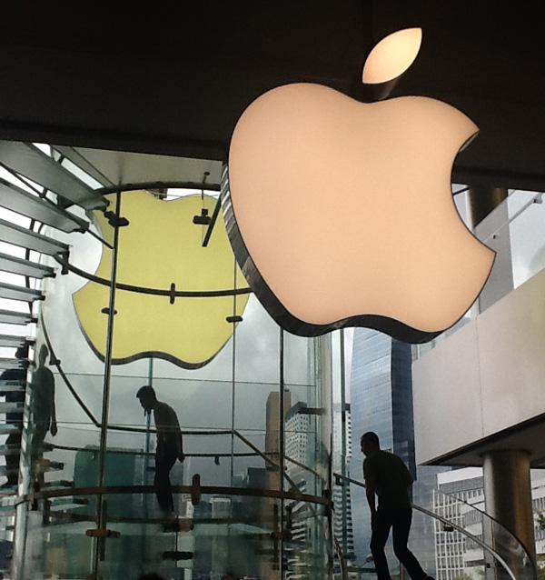 SheilaElias-HK-apple-store